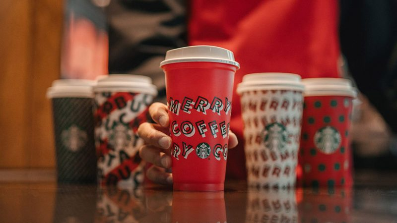 starbucks-holiday-menu-Starbucks-Holiday-Cups-Social