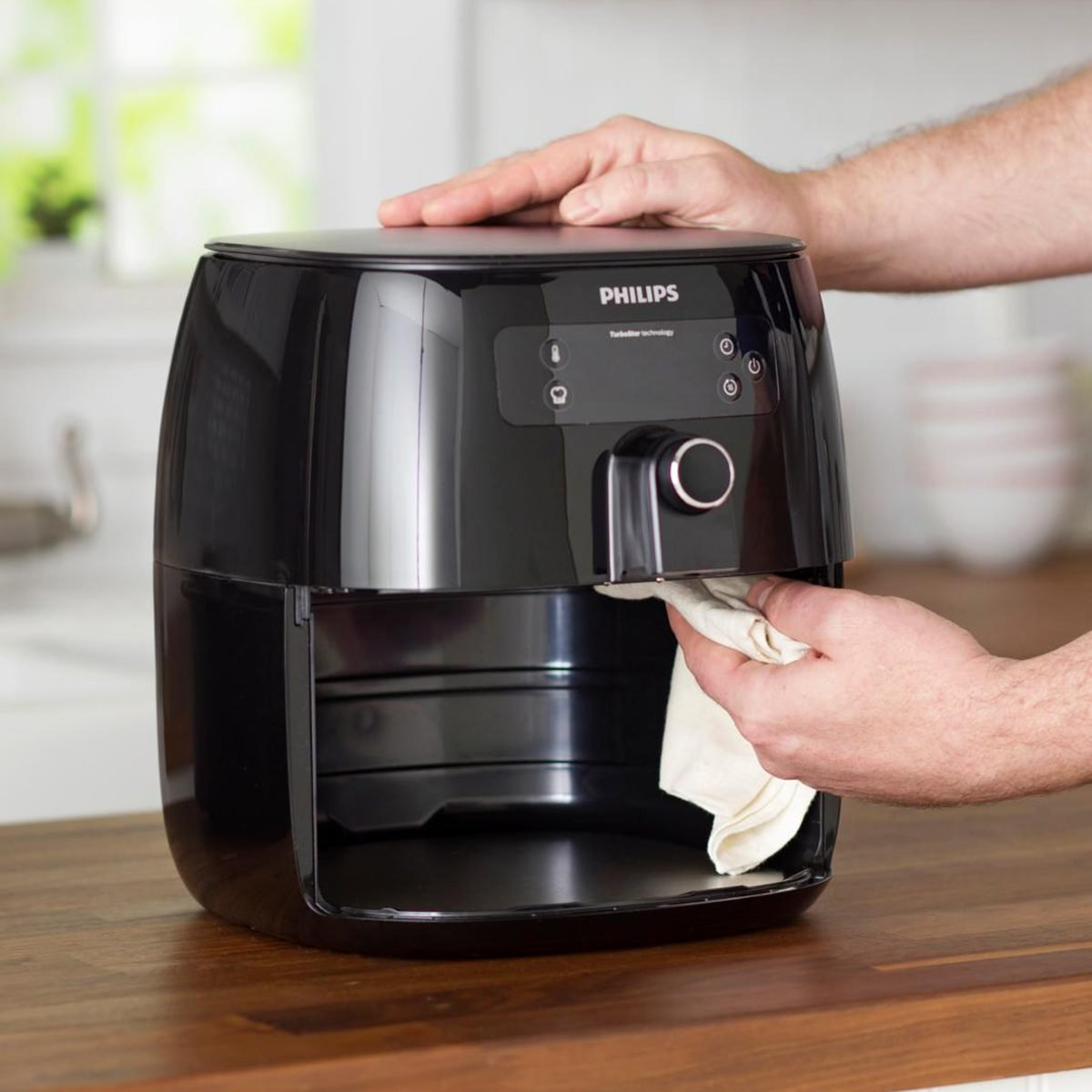 cleaning air fryer