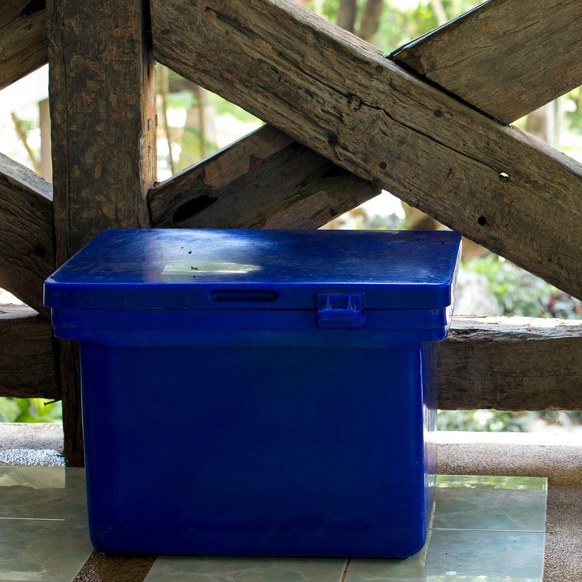 Blue plastic ice containment box.