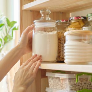 6 Things You Should Store in the Pantry and 6 Things You Shouldn't