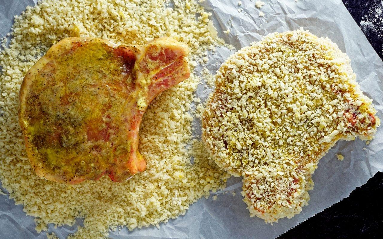 coating pork chops in panko bread crumbs for frying