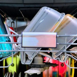 Why Do Plastic Containers Never Dry in the Dishwasher?