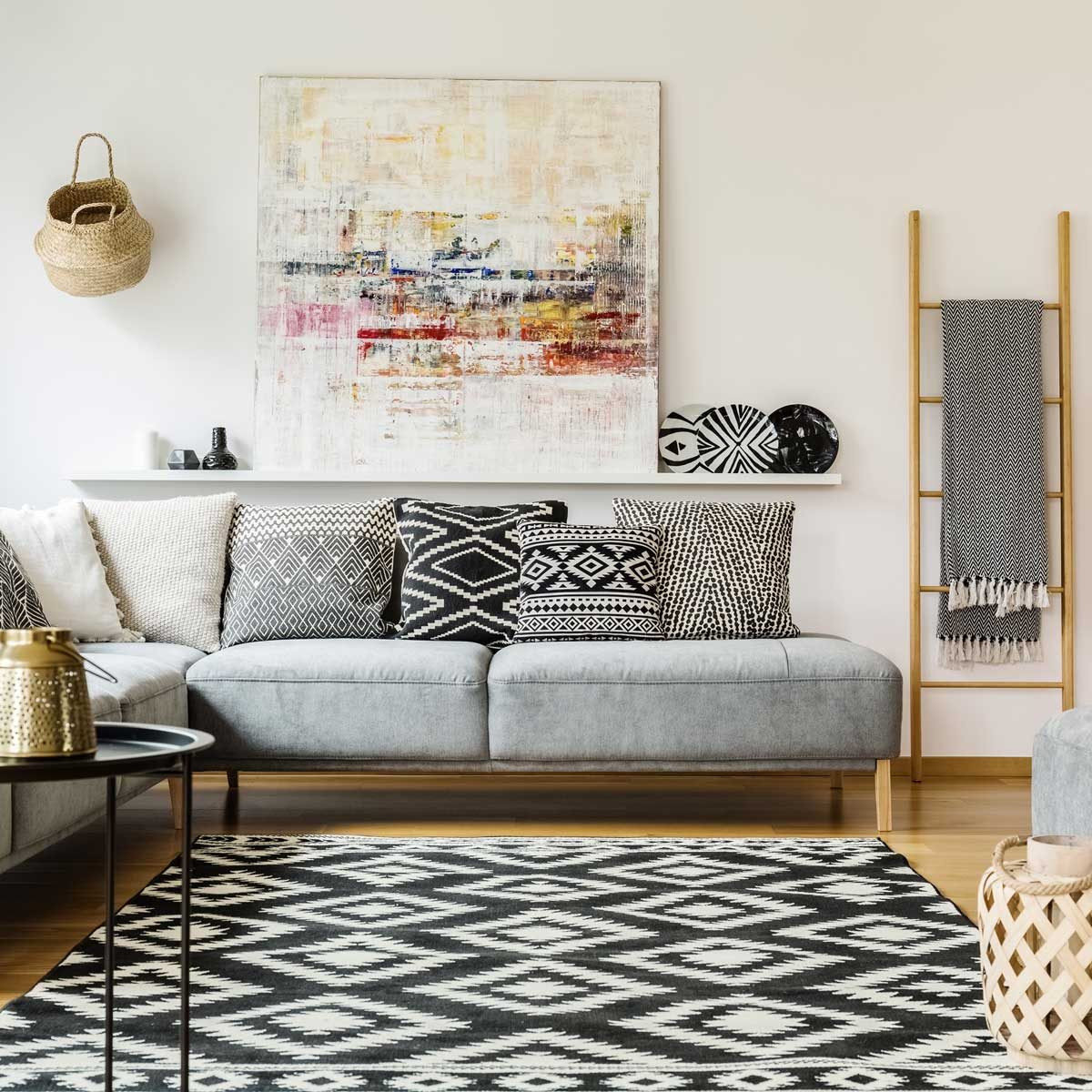 10 Ways to Use Black and White in Home Decor