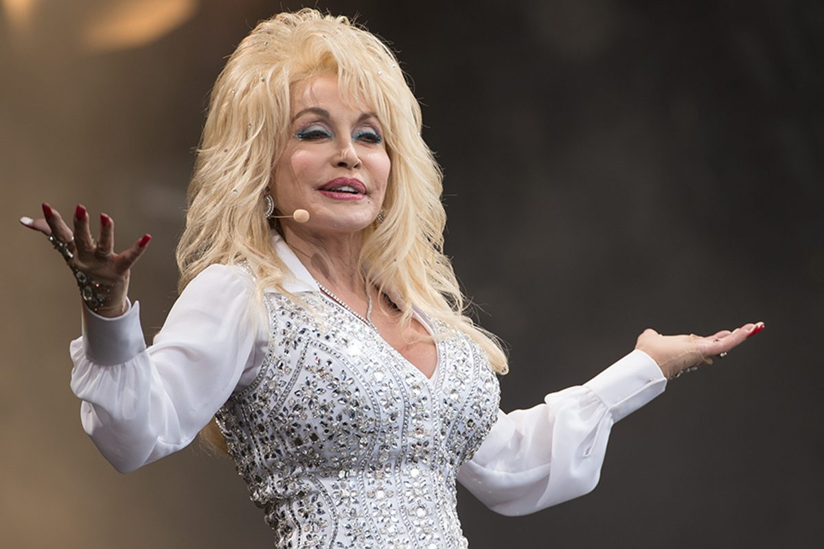 New Christmas Musicals 2020 Dolly Parton Is Making a NEW Christmas Musical for 2020