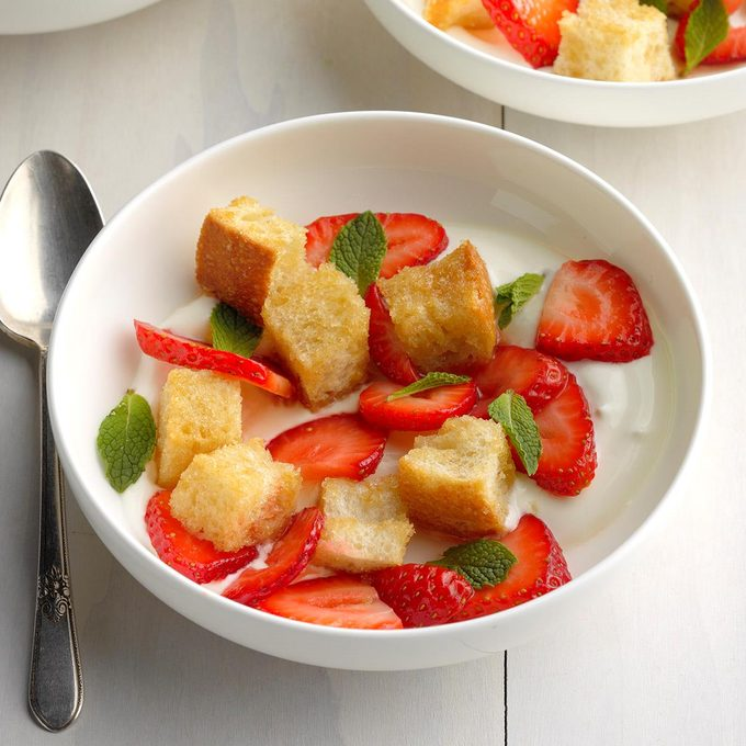 Strawberry Panzanella Salad Exps Thca20 199733 B10 31 5b 1