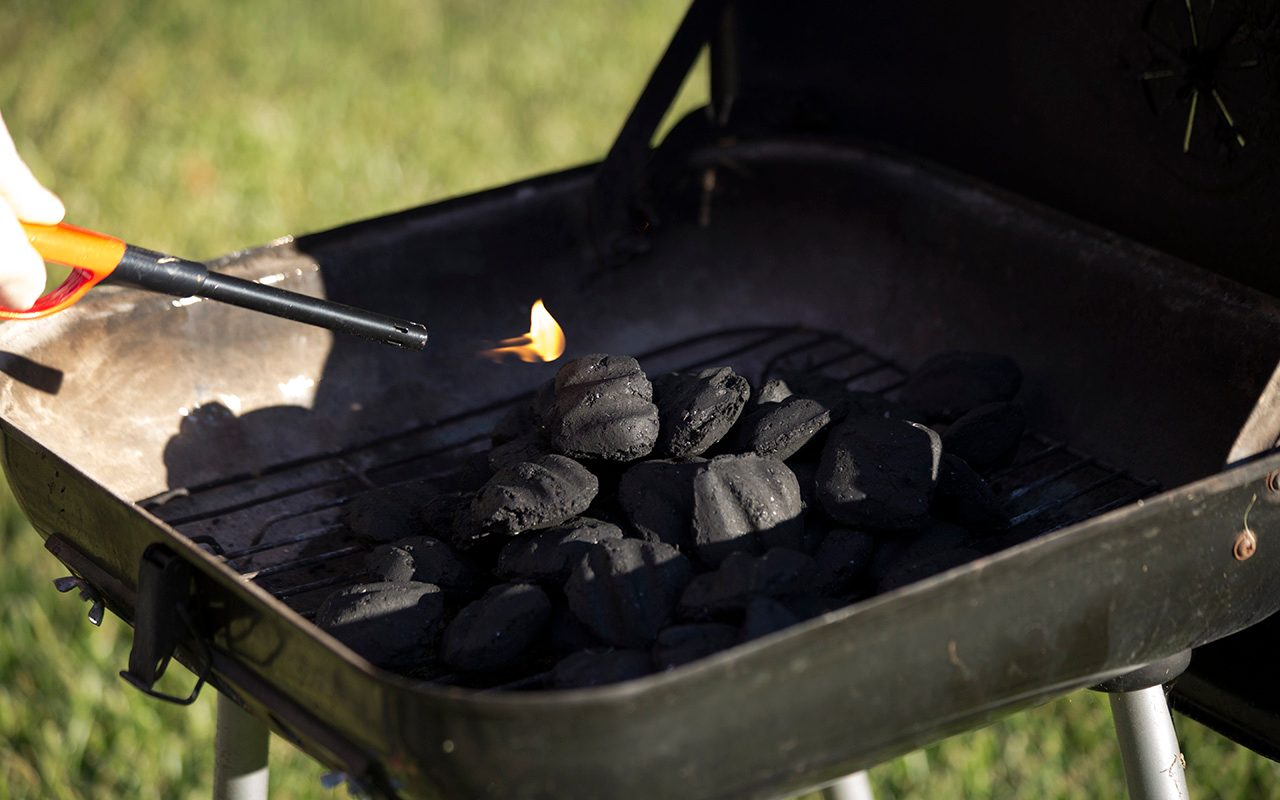 How To Start A Charcoal Grill 3 Easy Ways