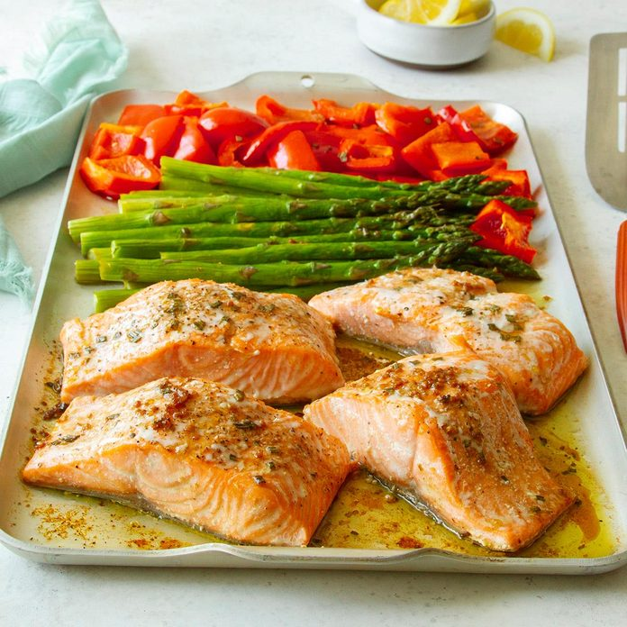 Rosemary Salmon And Veggies Exps Tohas20 245937 F04 14 2b Home 2