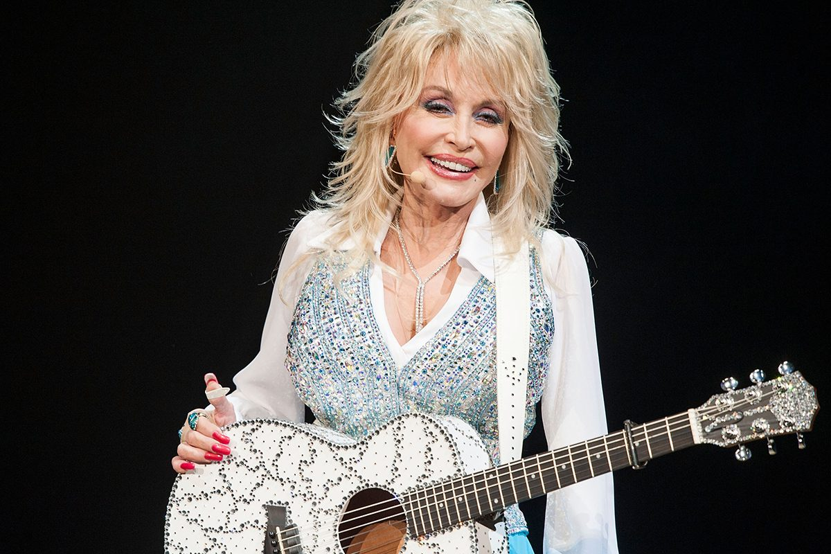 RANCHO MIRAGE, CA - JANUARY 24: Singer Dolly Parton Performs at Agua Caliente Casino on January 24, 2014 in Rancho Mirage, California. (Photo by Valerie Macon/Getty Images)