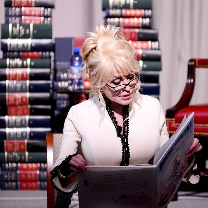 """WASHINGTON, DC - FEBRUARY 27: Singer Dolly Parton reads her book, """"The Coat of Many Colors"""" to schoolchildren at The Library of Congress on February 27, 2018 in Washington, DC. (Photo by Shannon Finney/Getty Images)"""