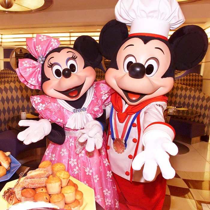 URAYASU, JAPAN: Mickey Mouse in chef's uniform, accompanied by Minnie Mouse, display a heap of breads on a plate during a press preview at a restaurant of the newly opened Disney's official hotel nearby the Tokyo Disneyland in Urayasu, Chiba prefecture, 04 July 2000. The Tokyo Disneyland will open Japan's first official hotel next to the site of their amusement park on July 07. (ELECTRONIC IMAGE) AFP PHOTO/Yoshikazu TSUNO (Photo credit should read YOSHIKAZU TSUNO/AFP via Getty Images)