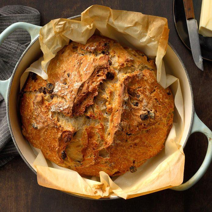 Dutch Oven Raisin Walnut Bread Exps Dodbz20 254856 B07 21 7b 13