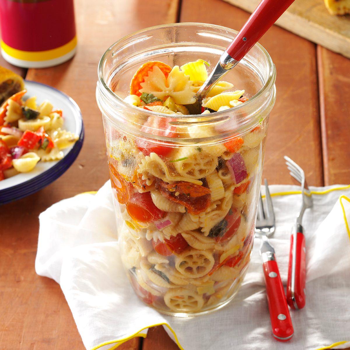 Easy School Lunch Ideas-Pasta Salad in a Jar