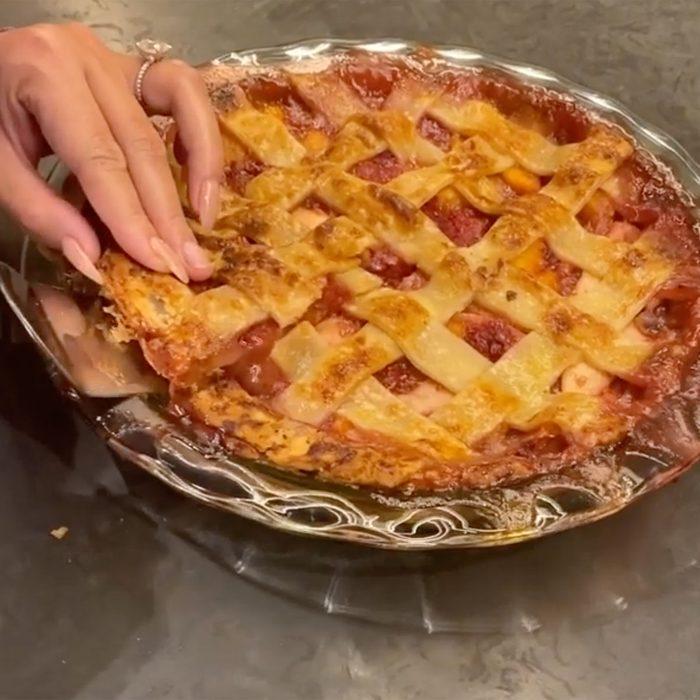 Chrissy Teigen cutting pie