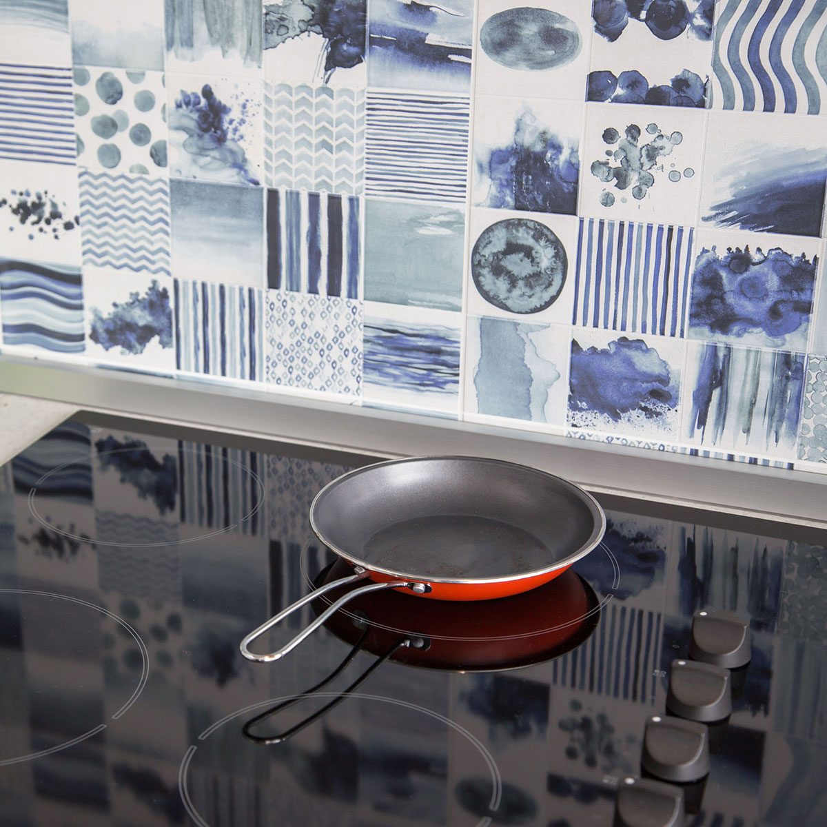 Electric stovetop with frying pan