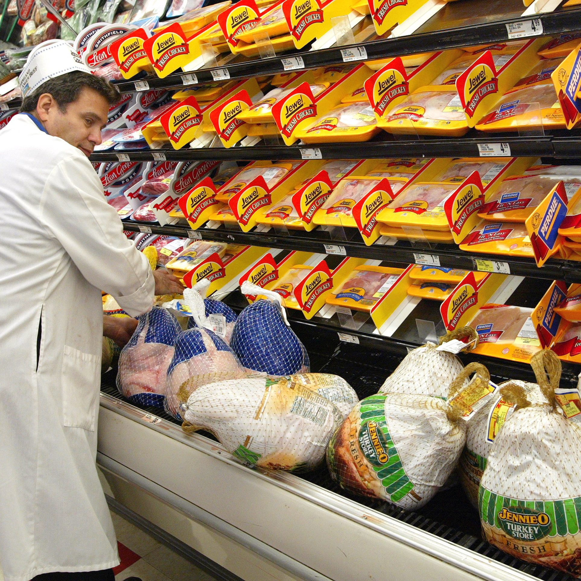 DES PLAINES, IL - NOVEMBER 26: Meat wrapper Rick Shapiro restocks and arranges turkeys November 26, 2002 at a Jewel-Osco food store in Des Plaines, Illinois. With Thanksgiving just two days away, supermarket shoppers are busy with their last-minute needs. (Photo by Tim Boyle/Getty Images)