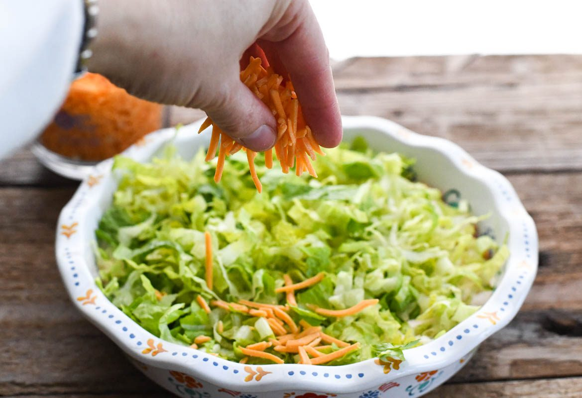 Top with shredded lettuce, grated cheese, diced tomatoes, green onions and olives. how to make taco dip