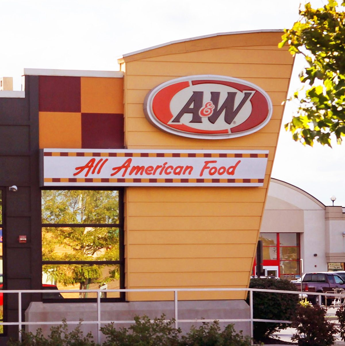 OAK LAWN, IL - SEPTEMBER 22: Yum Brands restaurants, Long John Silver's and A&W share a building on September 22, 2011 in Oak Lawn, Illinois. Yum Brands Inc., which also owns KFC, Pizza Hut and Taco Bell, has agreed to sell its Long John Silver's restaurants to LJS Partners LLC and the A&W All-American Food chain to A Great American Brand LLC. (Photo by Scott Olson/Getty Images)