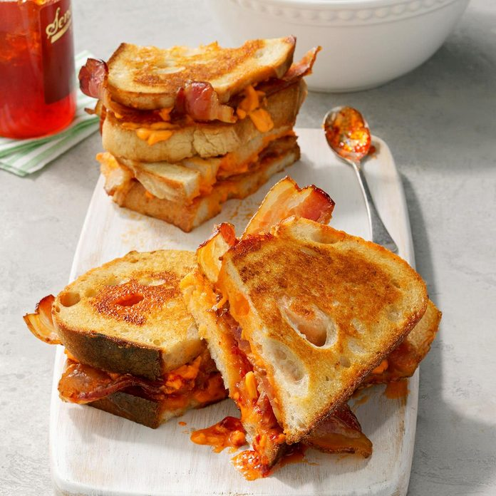 Grilled Pimiento Cheese Sandwiches Exps Rc21 258640 B04 20 5b