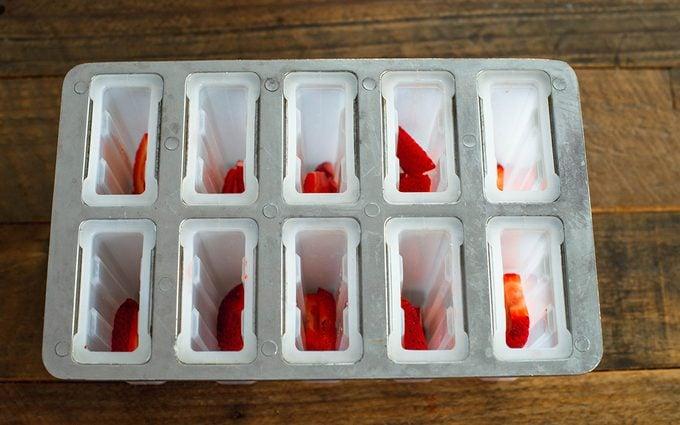 Mold With Strawberries paletas recipe