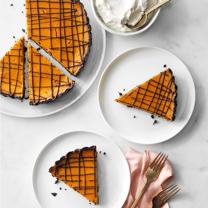 Pumpkin Chocolate Tart With Cinnamon Whipped Cream Exps Tohon21 262950 E06 22 6b