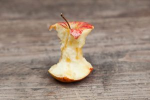 Here's How to Eat an Apple the Right Way